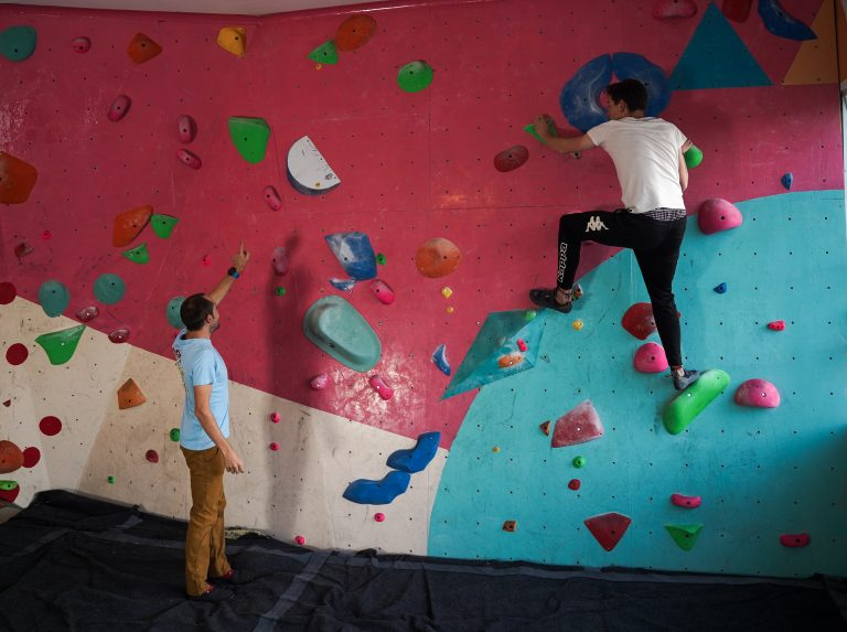 Working Bouldering Problems with Friends